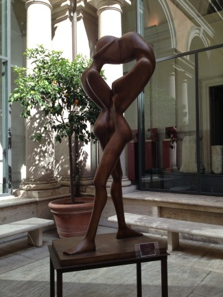 Il Bacio, the kiss, a modern bronze sculpture by Fanor Hernandez in the courtyard of Museo Nazionale Romano, September 25, 2013
